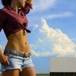 Отслабване с упражнения за стегнат корем
