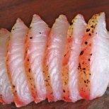 Как да премахнем миризмата от риба в хладилника