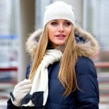 Някои задължителни аксесоари в дамската чанта през зимата