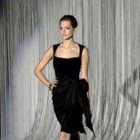Как да изглеждаме добре с черната рокля за различни поводи