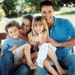 Как да подновим старите семейни снимки
