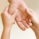 Как да си направим точков масаж при предменструален синдром