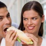 Кои са мъжките навици, които дразнят жените