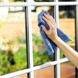 Как да използваме белия оцет за почистване на петна