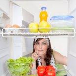 Кои храни са полезни, ако ставате нощем изгладнели