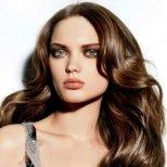 Как да се грижим за косата през летните жеги