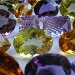Какво е влиянието на скъпоценните камъни