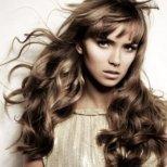 Какви грижи да полагаме за комбиниран тип коса