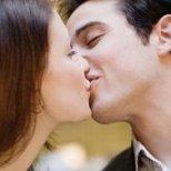Разберете дали от първата целувка връзката ви ще потръгне