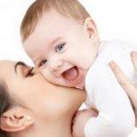 Как да се наспиваме, когато имаме малко бебе
