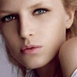 Как да се справим с подпухналите очи