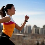 Полезно ли е да спортуваме по време на месечен цикъл