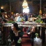 Днес е Разпети Петък - минаваме под масата за здраве!
