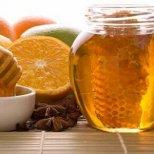 Освежете и подхранете лицето си с мед