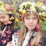 Днес е Цветница.Честит празник на всички с имена на цветя!