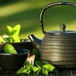 Как да поддържате лицето си през лятото с козметика от чай