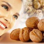 Защо е полезно жените да хапват орехи