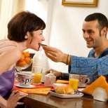 Как да разберем, какво искат мъжете от нас по храните, които ни сервират