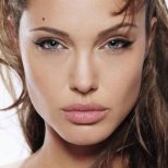 Как да имам грим като Анджелина Джоли