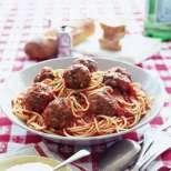 Спагети с кюфтенца и сос