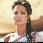 Как да излъчваме самочувствие,като Анджелина Джоли