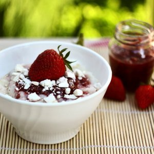 Оризов пудинг с ягоди
