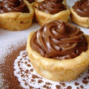 Сладки кошнички с шоколадов крем