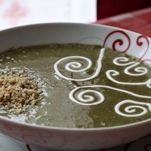 Здравословна зелена супа с крутони