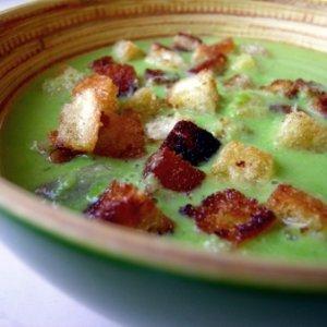 Грахова крем супа с крутони