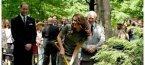 Кейт размаха лопатата