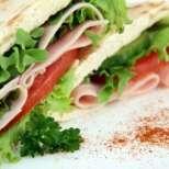 Свеж сандвич с арабски питки