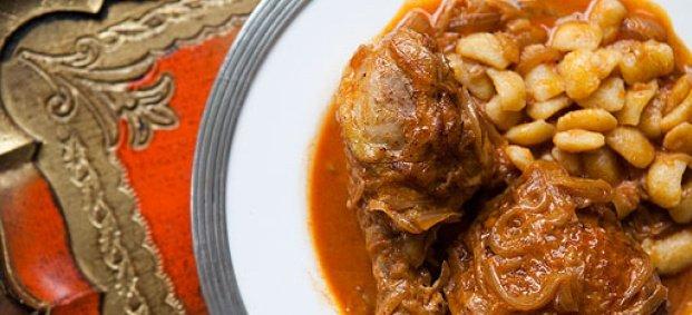 Пиле с лук и червен пипер