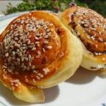 Ароматни пухкави охлювчета с маслинова паста - отвеждат направо в рая!