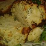 Билково хлебче с чесън и бяло сирене - ароматът му ще привлече всички в кухнята
