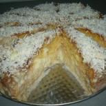 Толкова е сочна, че чак ще се разпадне - млечна торта с карамел