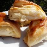 Тези чудни хапчици ще събудят сетивата ви по най-приятния начин: Солени тригуни от пухкаво тесто с масло и сирене