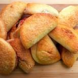 Бабините златни великденски курабии със сладко и орехи