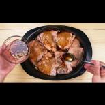 Ако готвя пилешко, вече го правя само така: Чудна карамелена коричка и размазващ аромат на подправки! По-вкусно не сте яли: (Видео)