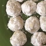 Опитвали ли сте арменски сладки? Нежни маслени топчици, топящи се в устата с хрупкави парченца бадем - самото съвършенство!