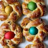 Празнични венчета от козуначено тесто - сладка пухкава закачка за празника