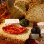 Бърза содена питка с кисело мляко: вкусна е и потопена в манджичка, и просто така - с малко сирене и чубрица