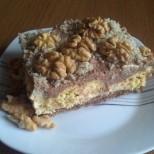 Шеметна торта с бисквити, течен шоколад и орехи - какво повече може да иска човек?