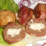 Само си ги представете: Сочни кюфтенца от два вида месо, пълнени със сиренце и обвити в хрупкав бекон - истинска фантазия!