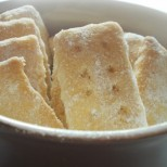 Сладкарски уроци: Как да си направим обикновени домашни маслени бисквити?