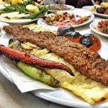 Как да си направите прочутия турски адана кепаб, който е едно от най- големите изкушения на страната
