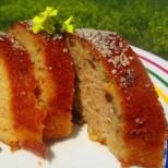 Прохладна свежест и изтънчен вкус с всяка хапка: Лесен кекс с кисело мляко и заливка от мед и лимон