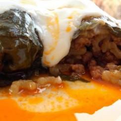 Пролетно предложение за традиционалисти: Вкусни сармички от лапад на фурна