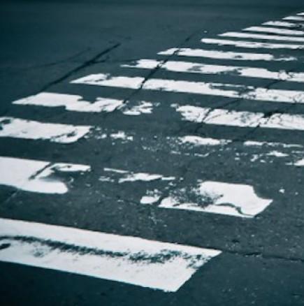 79-годишна жена беше блъсната на пешеходна пътека