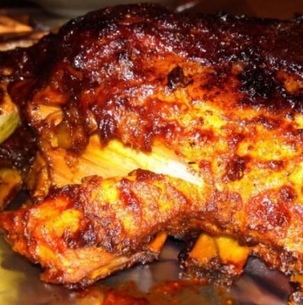 Вкусни свински ребърца на фурна - месцето става сочно и крехко, а глазурата е пикантна. По-вкусни едва ли сте опитвали!