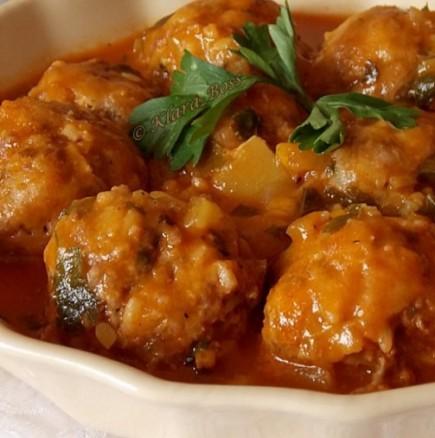 Търкаляни кюфтета в доматен сос - мислите си, че сте ги опитвали, но тази рецепта ще ви изненада с оригиналност и вкус!